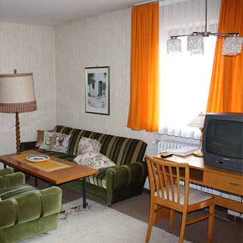 In unserem Hotel verfügen alle Zimmer über Dusche, WC, Telefon, Radio, Minibar und TV. WLAN steht Ihnen kostenlos zur Verfügung.