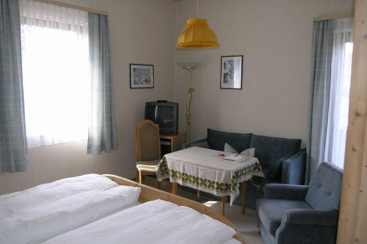 Pension Rosa. Übernachtung mit Frühstück im Doppelzimmer: 31,00 Euro bis 36,00 Euro Übernachtung mit Frühstück im Einzelzimmer: 32,00 Euro bis 37,00 Euro.